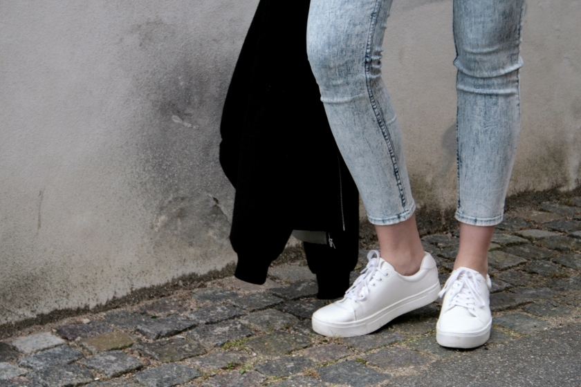 Acid washed crop jeans and closeup of white shoes from h&m