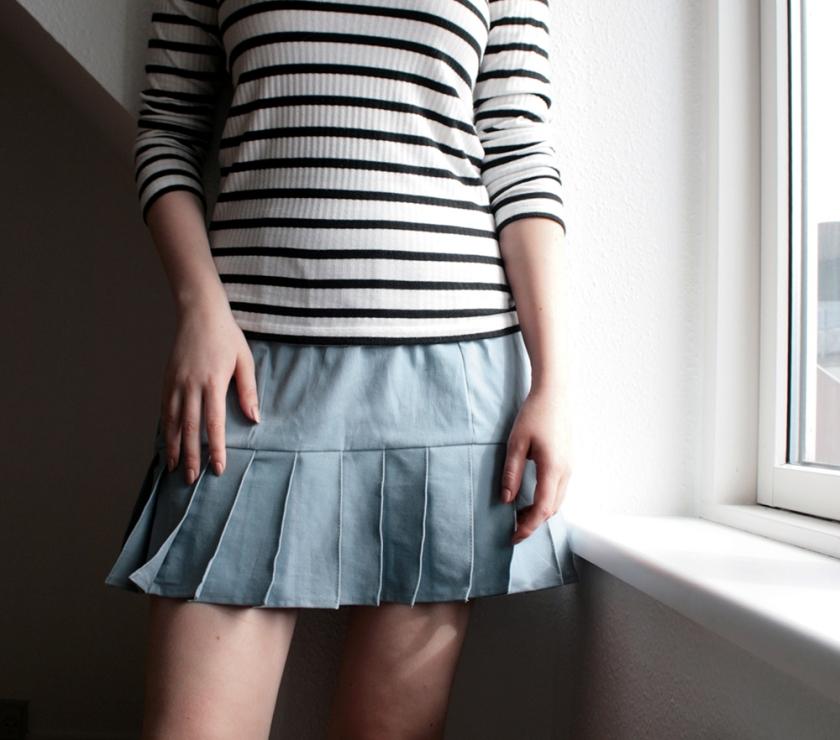 Blue skirt striped t-shirt fashion blogger